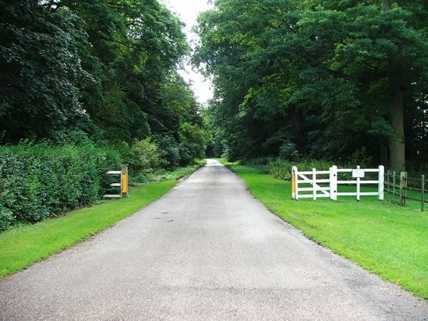 Image, UK, England, Notts, Welbeck Abbey, Robin Hood Way from Main Gates Lodge to Deer Park
